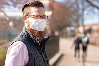 ¡Adiós barbas! Nuevo estudio revela mayor riesgo de contagio de Covid por el vello facial
