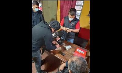 Policía salva a vendedor: el tipo, ka'ure, dormía al costado de la ruta con 16 palenques en su mochila