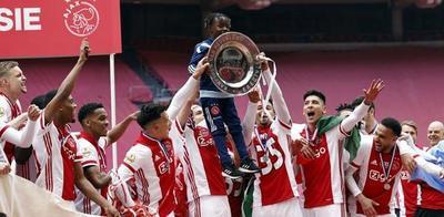 ¡Conmovedor! El Ajax fundió su trofeo para honrar a sus fanáticos