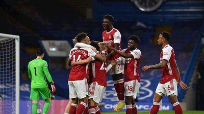Arsenal gana el derbi al Chelsea y se acerca a Europa