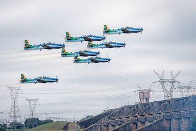 Maniobras de aviones militares de Brasil causan susto en frontera