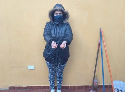 Crónica / Mujer hizo correr a ladrón ¡a huevazos!