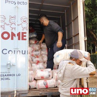 Desarrollo Social entrega más de 10.000 kilos de alimentos en Alberdi