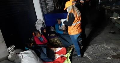 La Nación / Asisten a 30 personas con colchones y frazadas ante bajas temperaturas