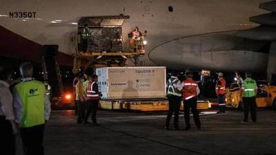 """Titular del PAI confirma que vacunas Sputnik V llegarán """"entre la noche y madrugada"""""""