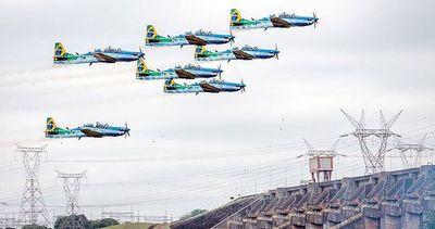 Polémica por demostración aérea brasilera en el espacio aéreo de Itaipú