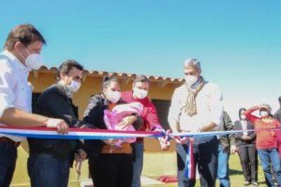 Entregan viviendas sociales a familias de escasos recursos de Misiones