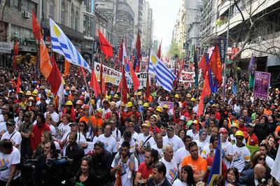 """Sindicalistas llaman a paro de 24 horas en Uruguay """"contra el hambre y la desigualdad"""""""