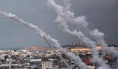 El Ejército israelí bombardea Gaza desde tierra y aire