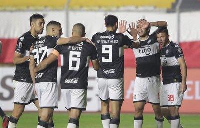 Triunfazo de Olimpia en La Paz y sigue más vivo que nunca en la Copa