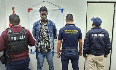 Expulsan a senegalés que habría utilizado pasaporte falso