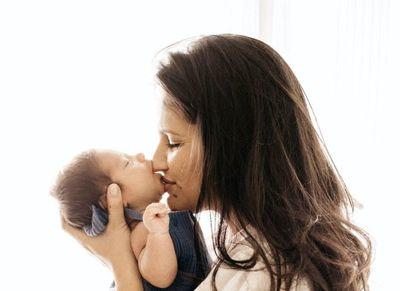 Maternidad leve: la atención a las emociones de las madres para responder a las de sus bebés