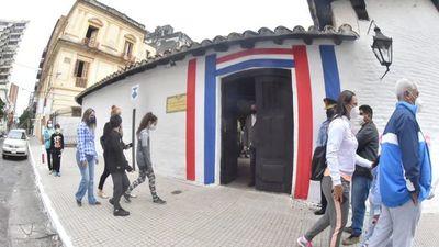 Festejos patrios al aire libre y recorrido por el casco histórico
