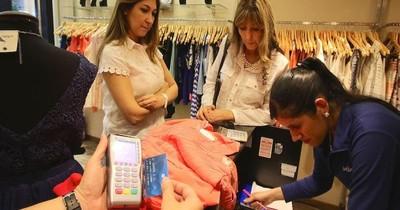 La Nación / Uso de tarjetas de crédito se reduce ante priorización de gastos