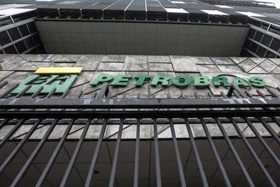 Brasileña Petrobras proseguirá la venta de refinarías y su plan estratégico