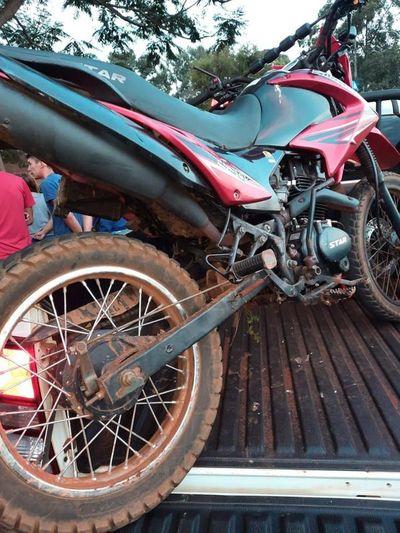 Accidente deja un motociclista muerto y un adolescente herido en Tavapy