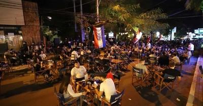 La Nación / Ciudadanía marca presencia en bares y locales gastronómicos al aire libre en Asunción