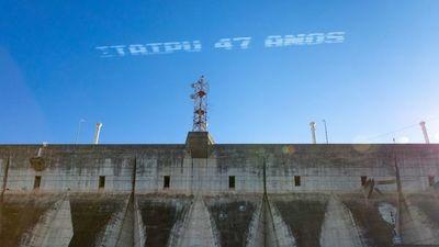 La Fuerza Aérea Brasileña rinde  homenaje a los 47 años de la Itaipú