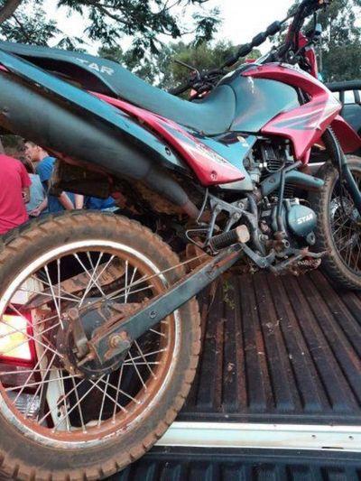 Accidente en moto deja un muerto y un adolescente herido en Tavapy