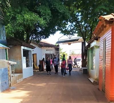 Mucha afluencia de personas en el CEMENTERIO de CDE por el día de las MADRES