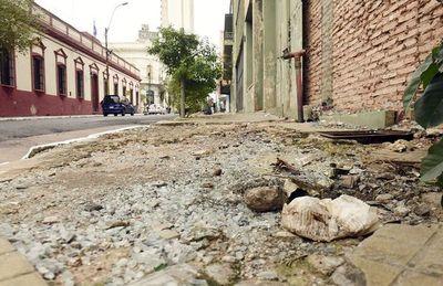 """Ciudad """"maravilla"""" de """"Nenecho"""" se hunde en baches y abundante basura"""