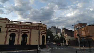 Domingo fresco a cálido y parcialmente nublado, según Meteorología