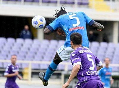 El Nápoles conquista Florencia y está a un triunfo de la Liga de Campeones