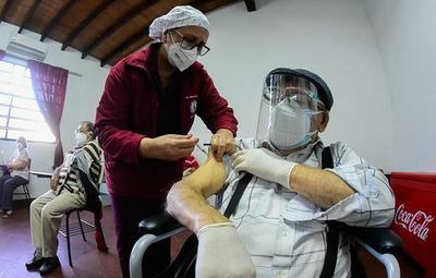 """""""Esta semana tuvimos más vacunados por influenza que por Covid-19"""", dice Borba"""