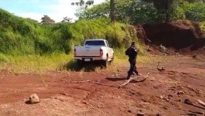 Encuetran camioneta robada en el asalto a una pareja de comerciantes de Yatytay – Prensa 5