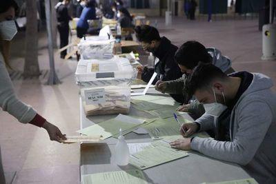 Chile comienza el conteo de votos en históricos comicios constituyentes