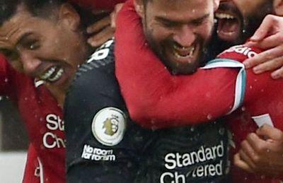 Un gol de Alisson acerca a Liverpool a la Champions