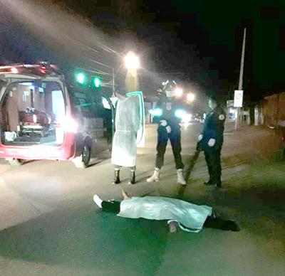 Automovilista atropella y mata a una mujer y luego se da a la fuga