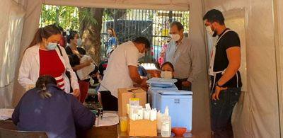 Gran afluencia en los puestos de vacunación de Ciudad del Este