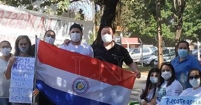 La Nación / Iniciaron huelga en Tesai por mejora salarial de trabajadores de convenio social