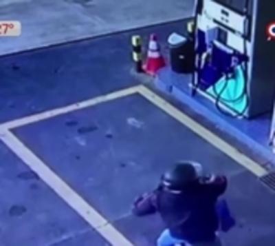 Ola de asaltos: Violento robo a gasolinera en Luque