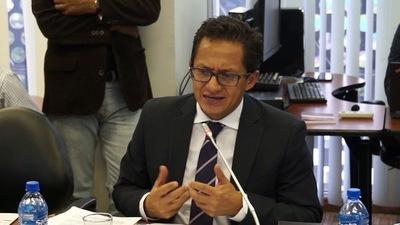 Detienen a defensor del Pueblo de Ecuador por presunto abuso sexual