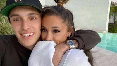 ¡Después de un año! Ariana Grande se casó