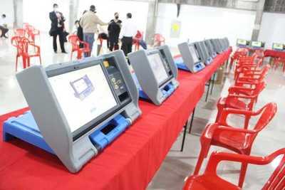Internas partidarias: ejecutan auditoría de pantallas de máquinas de votación en la ANR