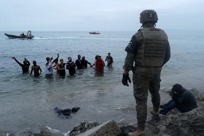 Crisis migratoria y humanitaria: España despliega el Ejército tras la llegada de 6.000 migrantes desde Marruecos (Fotos+Video)