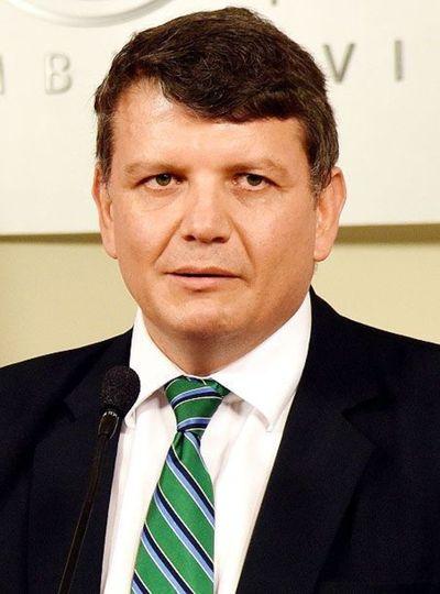 Nombran como administrador del MEC a ex viceministro que fue investigado por lesión de confianza y estafa