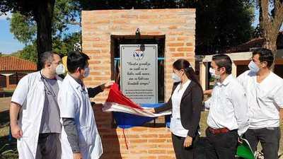 Inauguran placa en homenaje al personal del Hospital Regional de Concepción