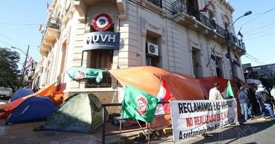 La Nación / Exigen renuncia de titular de Urbanismo