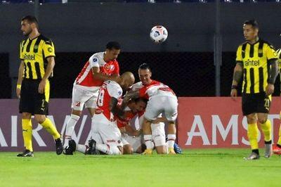 River Plate gana en la agonía y sigue soñando
