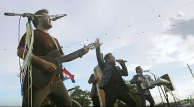 """Juzgado ordena el cese de la difusión de la canción """"Viajando Voy"""" en campañas políticas"""