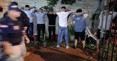 La Nación / Caen 12 presuntos asaltantes en plena fiesta de cumpleaños del líder