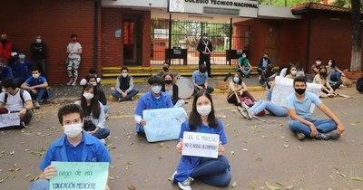 La Nación / Estudiantes del Colegio Técnico Nacional reclaman realizar prácticas en forma presencial