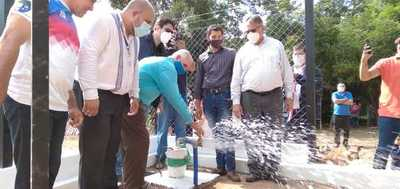 Gobernador habilita sistema de agua potable en Nueva Londres