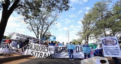 La Nación / Funcionarios exigen insumos y reactivos