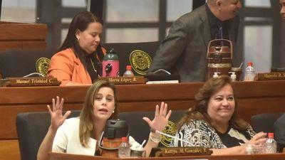 Kattya pide que BNF pague viajes a Miami por vacunas