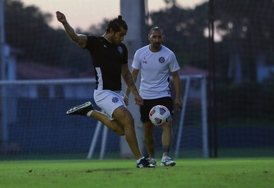 Olimpia recibe a Internacional de Porto Alegre